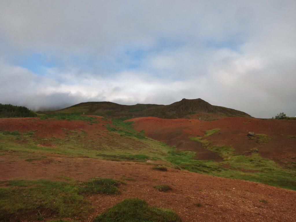 Anhöhe über dem Ort Geysir