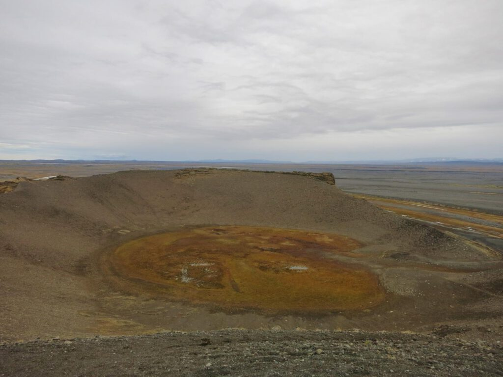 Ein Vulkankrater - unweit der Ringstraße