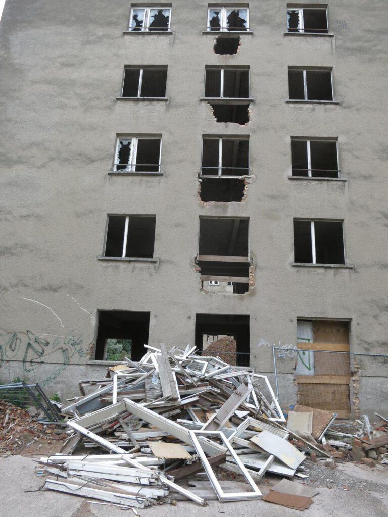 Augen der Geschichte .... Fenster in der KdF-Anlage Prora
