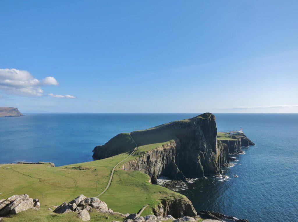 Blick auf den Leuchtturm Neist Point / Skye Schottland